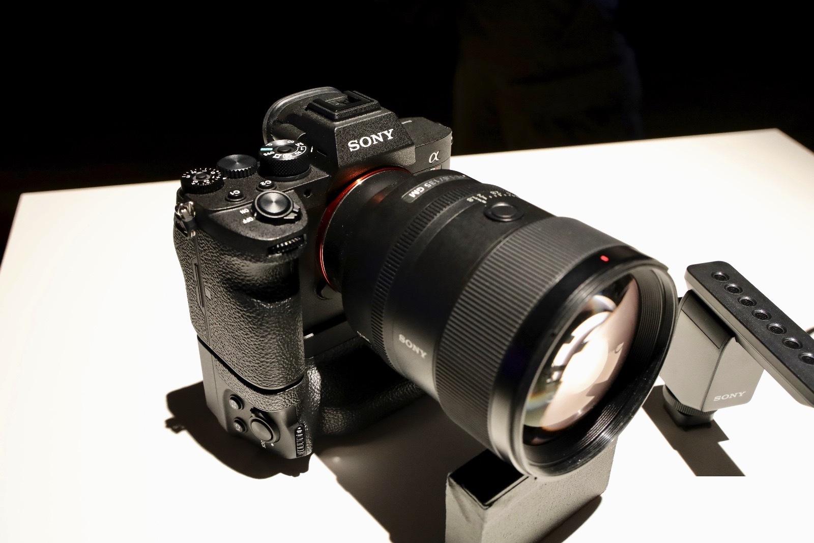Sony выпустила камеру с разрешением 61 (!) Мп