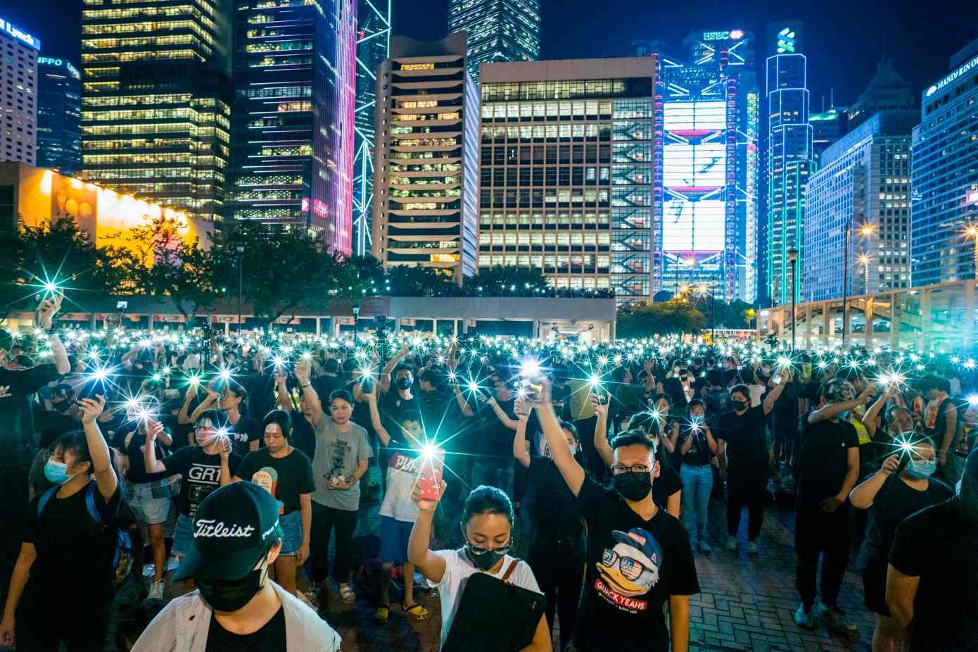 Google защищает протестующих в Гонконге от пропаганды на YouTube. А Reddit цензурирует материалы в пользу Китая